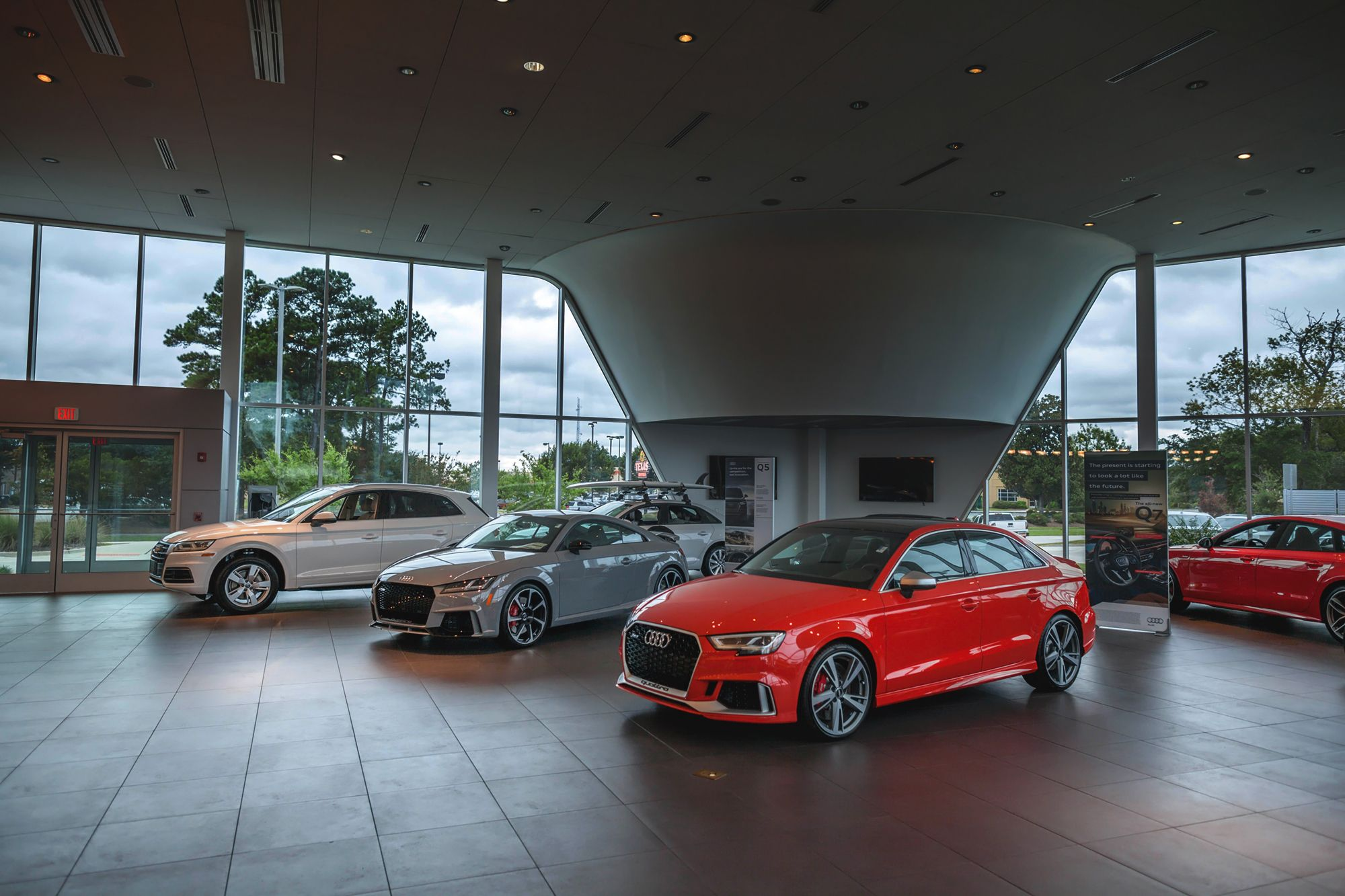 How to Open a Car Showroom